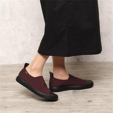 ECCO WOMENS GORETEX STRETCH SLIP ON SHOE - WINE BLACK