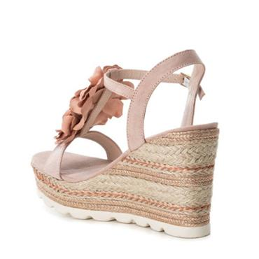 XTI WOMENS WEDGE T STRAP SANDAL - NUDE SUEDE