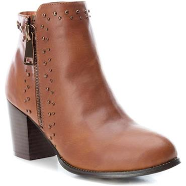 XTI WOMENS 2 ZIP STUD ANKLE BOOT - CAMEL