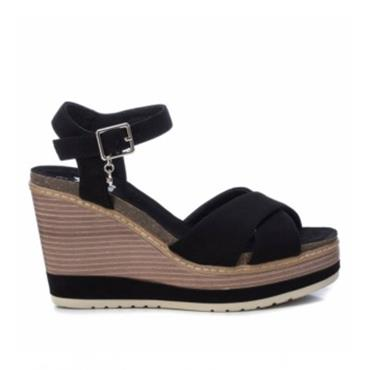 XTI WOMENS WEDGE ANKLE STRAP SANDAL - BLACK SUEDE