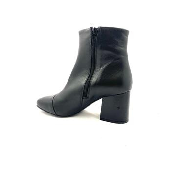 LAURA B.LDS LEATHER T CAP ZIP ANKLE BOOT - BLACK LEATHER
