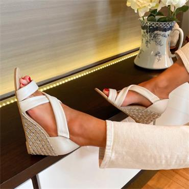 KATE APPLEBY WOMENS WEDGE STRAP SANDAL - BEIGE