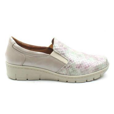 - Softmode Sierra Slip On Shoe - TAUPE