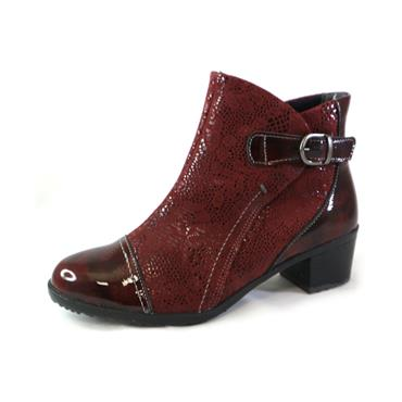 17A SUAVE BURGUNDY ANKLE BOOT W/ BUCKLE - WINE