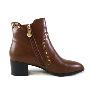 11 ZANNI - CARAMEL AND STUDS ANKLE BOOT - BROWN