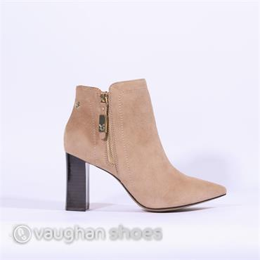Caprice Chunky Heel Pointed Toe Boot - Sand