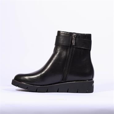 Caprice Low Wedge Buckle Boot Jazmyn - Black Leather