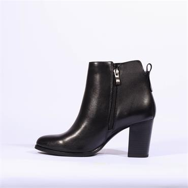 Caprice Diagonal Zip Ankle Boot Joeh - Black Leather