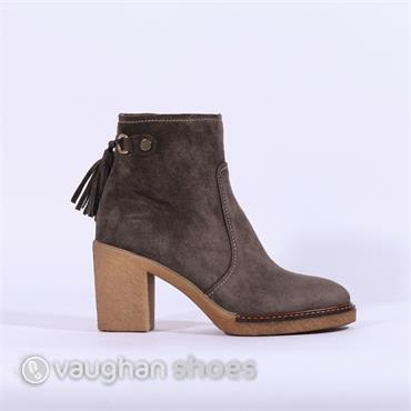 Alpe Crepe Sole Ankle Boot Tassles - Grey Suede