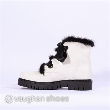 Marco Moreo Chukka Syle Boot With Fur - White/black