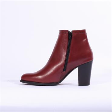 Nano Stud Trim Slim Gusset Ankle Boot - Bordo