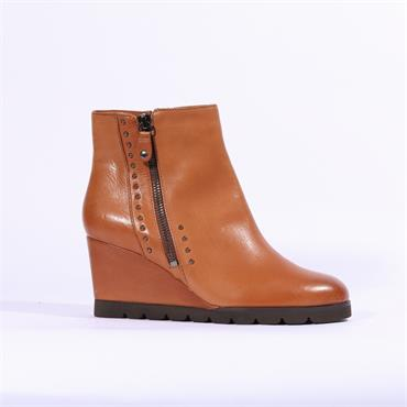 Regarde Le Ciel Stud Detail Wedge Boot - Tan