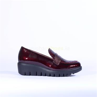 Wonders Croc Detail Slip On Wedge Shoe - Wine Patent