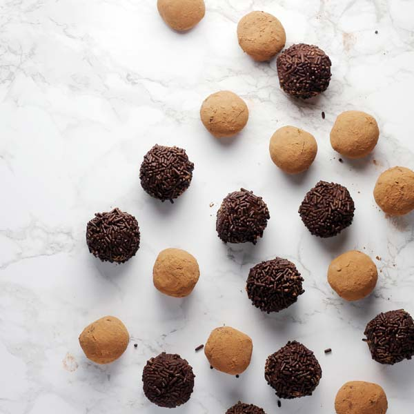Chocolate & Almond Energy Balls