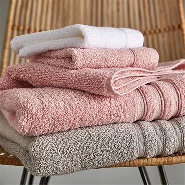 Catherine Lansfield Zero Twist Pink Bath Towel