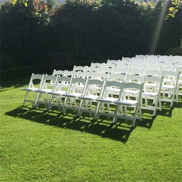 White folding chair (Resin)