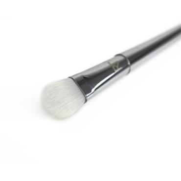 Real Techniques Bold Metals Collection 200 Oval Shadow Brush