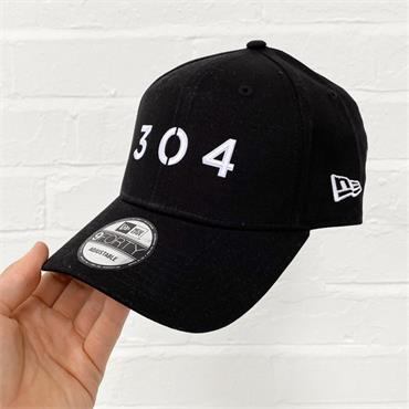 304 X NEW ERA 9FORTY CAP - BLACK