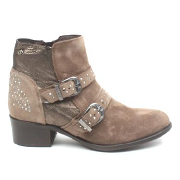 AMY HUBERMAN BOOMERANG BUCKLE BOOT - TAUPE